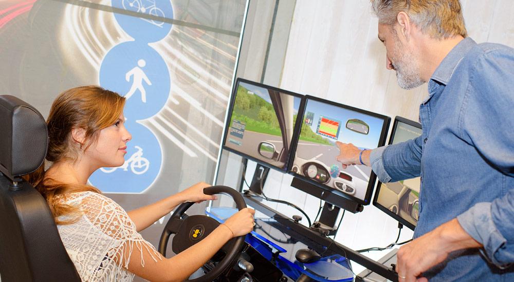 Aprende a conducir con el simulador de conducción de Autoescuela Izaro